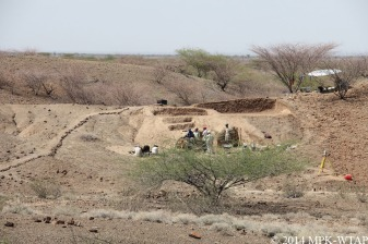 2014_LOM3 excavation with Lake Turkana in distance