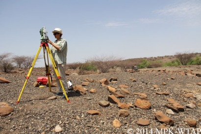 2014_Sophie sets up the total station at Nasura 3