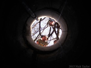 2015_Looking up from the well bottom