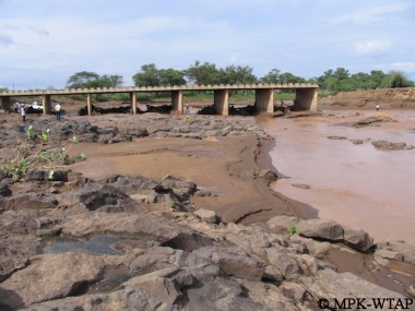 Crossing the river to get to Turkana_2