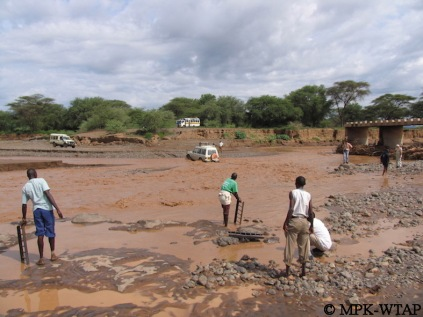 Crossing the river to get to Turkana_4