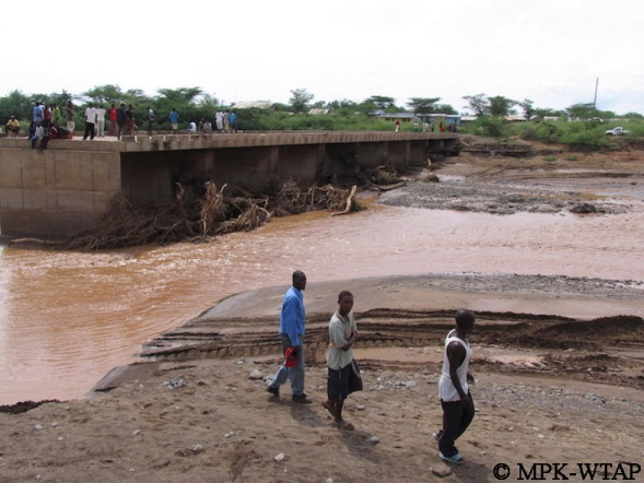 Crossing the river to get to Turkana_6