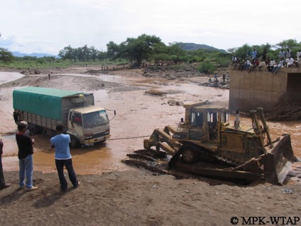 Crossing the river to get to Turkana_8