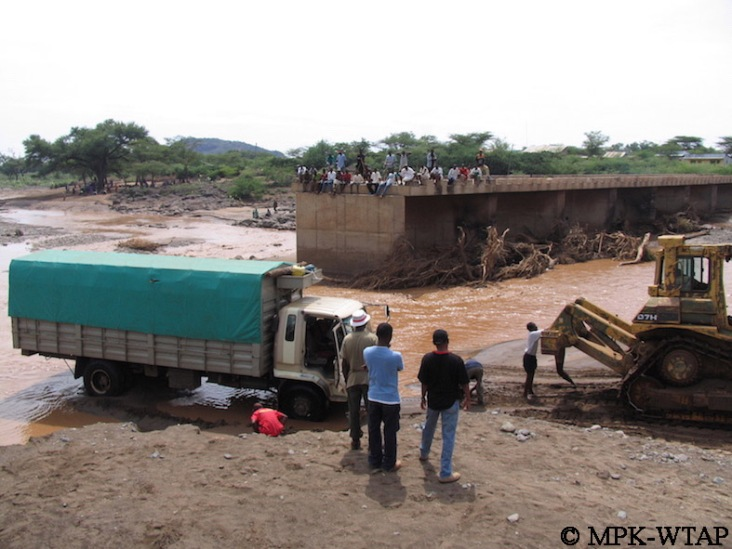 Crossing the river to get to Turkana_9