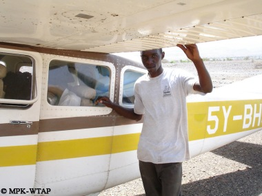 Ali with Louise Leakey's Cessna
