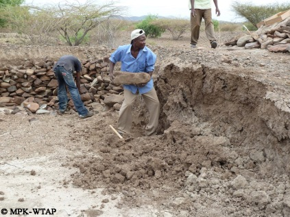 Daoudi clearing the Nasura 1 excavation trench