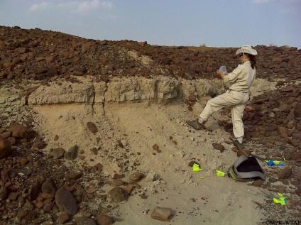 2011_Sonia sampling a volcanic tuff