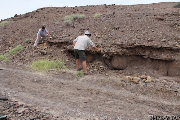 2012_digging out geological rock samples