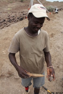 2012_Sammy excavating so hard he breaks his hammer!