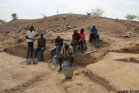 2016_Excavation team at Nasura 3